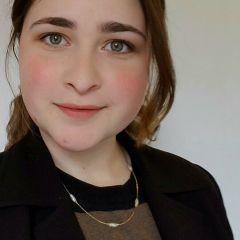 Taylor Ioannou - Headshot _ Kristen DiPietro